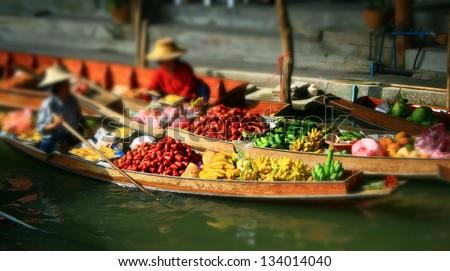 March�© flottant de Damnoen Saduak en Tha�¯lande - stock photo