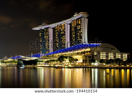 MARINA BAY, SINGAPORE - APRIL 7 - Marina Bay, Singapore - Apr 7 - Marina Bay Sands complex at night on April 7th 2014