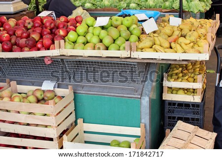 Market stall with variety of fresh organic apples