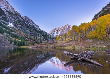 Maroon Bells and its Reflection in the Lake with Fall foliage in Peak at Aspen, Colorado