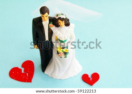 married couple figures and broken red hearts (divorce)