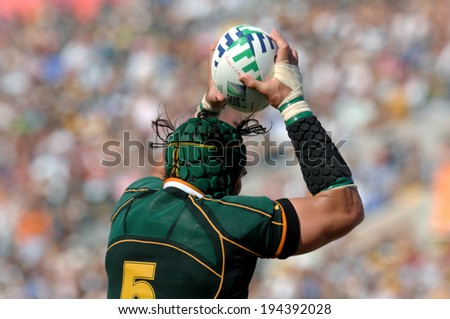 MARSEILLE, FRANCE-OCTOBER 07, 2007: rugby player Victor Matfield of South Africa, catchs the ball, during the match Fiji vs South Africa, of the Rugby World Cup France 2007, in Marseille. - stock photo