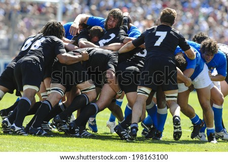 MARSEILLE, FRANCE-SEPTEMBER 08, 2007: all blacks new zealand rugby players pushing in a scrum, during the rugby world cup of france 2007 match New Zealand vs Italy, in Marseille.