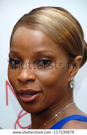 "Mary J. Blige at the ""Celebrate Mary J. Blige"" Party Hosted by Jada and Will Smith. Boulevard 3, Hollywood, CA. 02-09-07"