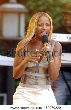 Mary J Blige on stage for ABC Good Morning America Summer Concert with Mary J Blige, Bryant Park, New York, NY, June 23, 2006