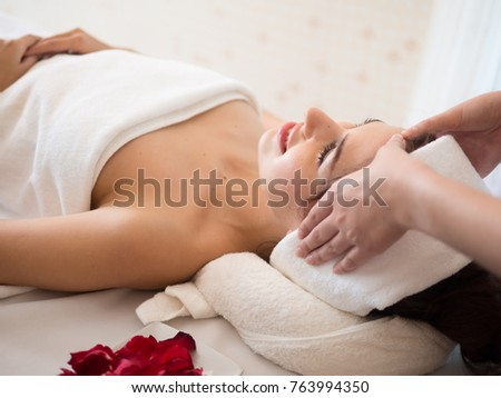Masseur doing massage the head of an woman in the spa salon