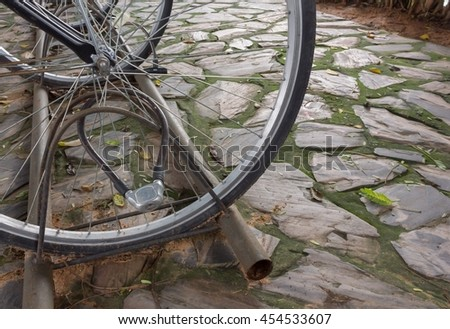 Master key for locking the bicycle wheel
