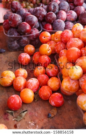 Mature fruits with natural wax bloom