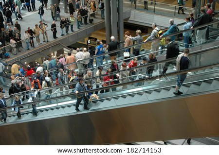 MAY 27, 2006 - BERLIN: visitors in the newly erected Berlin Main Train Station (formerly Lehrter Bahnhof) on the day of its official opening.