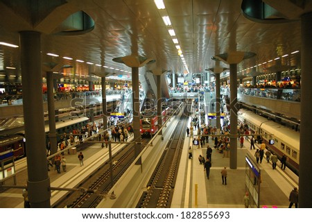 "MAY 27, 2006 - BERLIN: visitors in the newly erected ""Hauptbahnhof"" (Berlin Main Train Station, formerly Lehrter Bahnhof) on the day of its official opening."