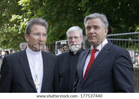 "MAY 21, 2008 - BERLIN: Wolfgang Huber, Klaus Wowereit - presentation of the new cross for the cupola of the Berlin Cathedral (""Berliner Dom""), Berlin-Mitte."