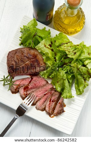 meat grilled with fresh salad