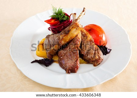 Meat ribs with vegetables