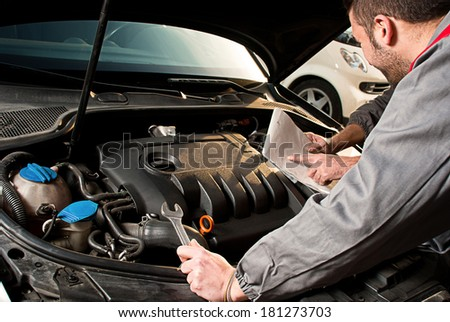 Mechanic. Mechanic decides how to repairing an engine.