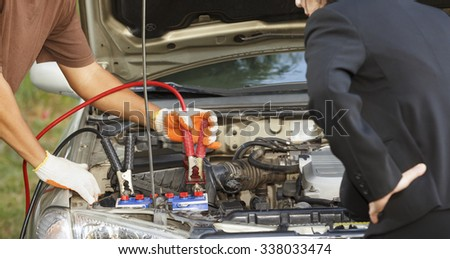 mechanic repair car of business woman on street.