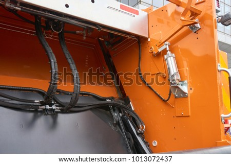 Mechanism of the rear loader of the trash truck