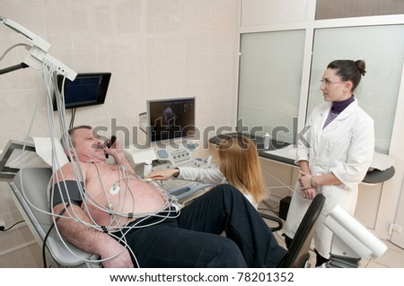 Medical doctors performing cardiology test