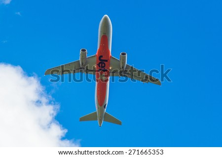 MELBOURNE, AUSTRALIA - October 5, 2013: Airbus A320-232 of Jetstar, an Australian budget airline owned by Qantas, on approach to Melbourne's Tullamarine airport.