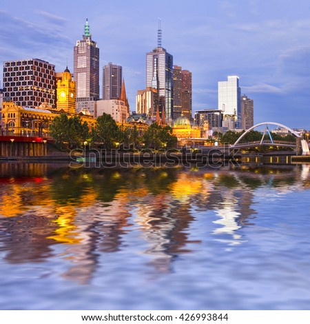 Melbourne CBD and Yarra River at twilight.