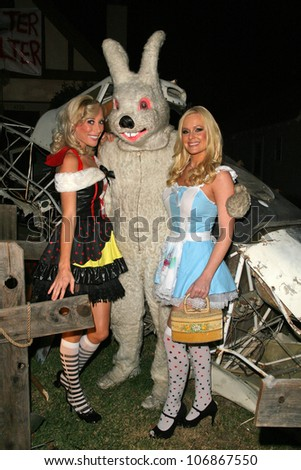 """Melissa """"Mojo"""" Hunter and Katie Lohmann  at Celebrity Trick or Treat 2008, Various Locations, Burbank, CA. 10-31-08 - stock photo"""