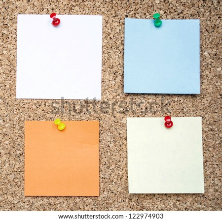 Memo notes on cork board
