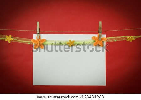 Memory note paper with flowers hanging on cord