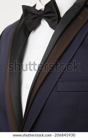 Men suit on bust, suit on bust