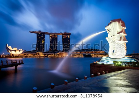 Merlion fountain and marina bay in the morning, Singapore