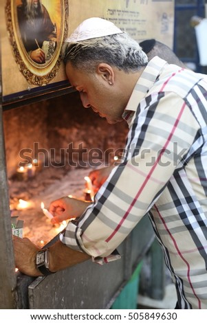 MERON, ISRAEL - OCTOBER 5, 2016: Kobi Perez, famous Israeli singer, Pray in the tomb of Rabbi Shimon Bar Yochai, before the New Year holiday of the Jews (Hanukkah)