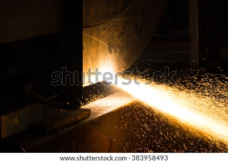 Metal Cutting large steel with Plasma cutters in dark