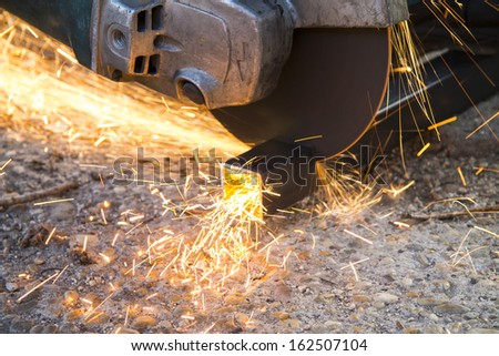 metal cutting with the angle grinder