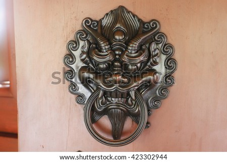 Metallic Lion statue door lock