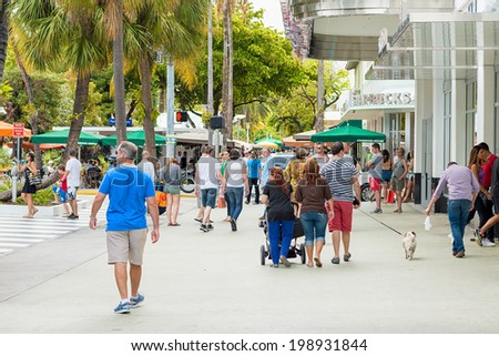 MIAMI,USA - MAY 31,2014 : Shoppers and tourists on a sunny day at Lincoln Road, a famous dining and shopping boulevard at Miami Beach - stock photo