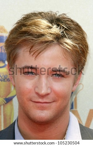 Michael Welch at the 2009 MTV Movie Awards Arrivals. Gibson Amphitheatre, Universal City, CA. 05-31-09