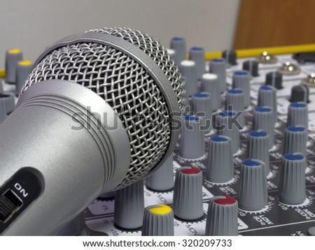 Microphone and console
