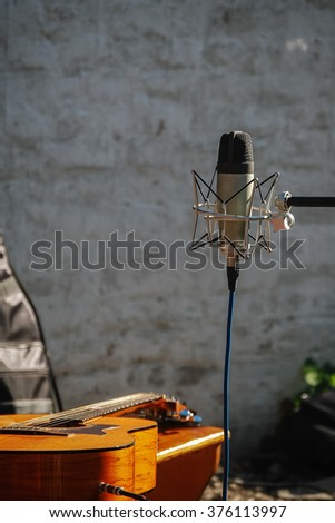 Microphone with the guitar