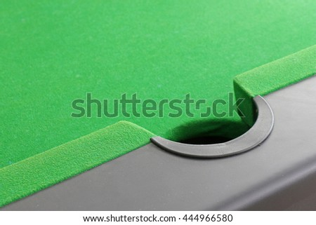 middle hole  table snooker.