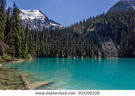 Middle Lake, Joffre Lakes Provincial Park, British Columbia, Canada.