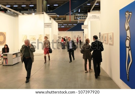 MILAN - APRIL 08: People look at paintings galleries at MiArt, international exhibition of modern and contemporary art on April 08, 2011 in Milan, Italy.