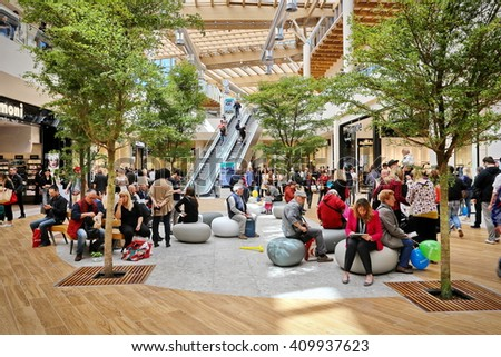 Outlet shopping stock images royalty free images for Milan factory outlet