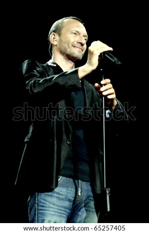 MILAN, ITALY - JUN 30: Biagio Antonacci performs live at the San Siro Stadium on June 30, 2007 in Milan, Italy