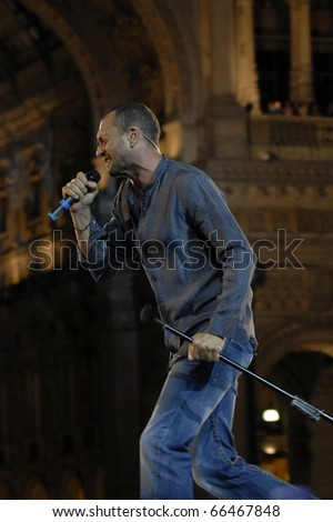 MILANO, ITALY - JUN 07: Biagio Antonacci during the Italian tv show 'Festivalbar' on June 07, 2007 in Milan, Italy