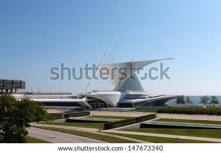 MILWAUKEE, WI,USA-JULY15:Milwaukee Art Museum on July15, 2013.The mobile high-tech structure in the form of beautiful wings with a span of 66 meters opens to the sun and folds in bad weather
