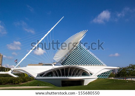 """MILWAUKEE, WISCONSIN,USA-SEPTEMBER 25:The Milwaukee Art museum welcomes visitors on September 25, 2013. The """"wings"""" of this unique building fold and unfold twice daily. - stock photo"""