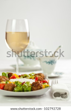 Minced pork balls with vegetables and sauce