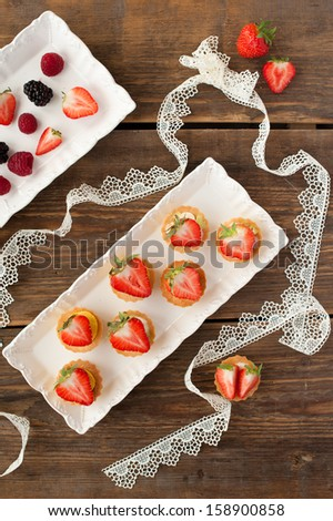 mini-cakes with strawberry