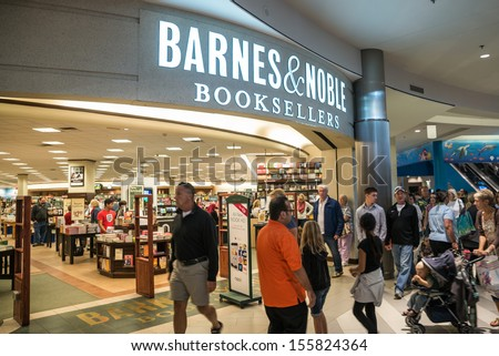MINNEAPOLIS,MN - SEPTEMBER 26: Barnes and Noble in Mall of America, in Minneapolis, MN, on September 26, 2013. - stock photo