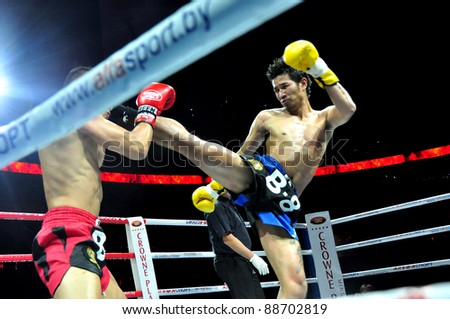MINSK, BELARUS-SEPTEMBER 12:. Sudsakorn Klinmi (kicking) VS Michael Manankyuil (North America) left compete in the semifnal Fight at BIG8 MUAY-THAY CHAMP in Minsk, Belarus on September 12, 2010 - stock photo