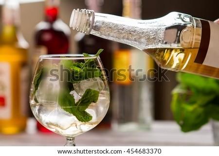 Elderflower stock images royalty free images vectors for Cocktail preparation