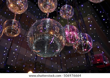 mirror ball. mirror ball illumination